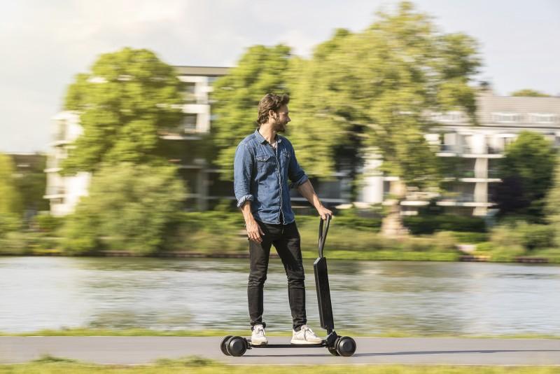 Audi電動滑板車速度有20km/h。