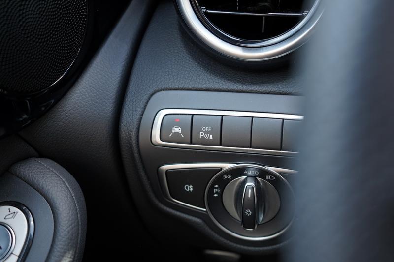 倒車顯影、盲點輔助、車道維持輔助、駕駛注意力輔助、主動防撞輔助這些配備皆列為標配