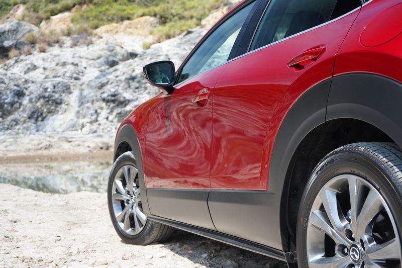 光影流動感十足的車體鈑件蔚為CX-30的一大特色