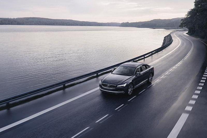 其實目前世界上僅有德國高速公路等極少數的道路沒有設置「道路速限」,因此,Volvo Cars的180km/h自主上限,在守法的前提下,幾乎不會對任何駕駛人的習慣與用車狀況造成影響。