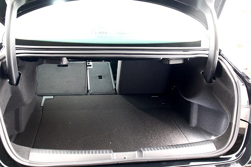 尾廂開口寬度提升至891mm,內部最寬處也有1,444mm的表現,置物便利性大幅提升