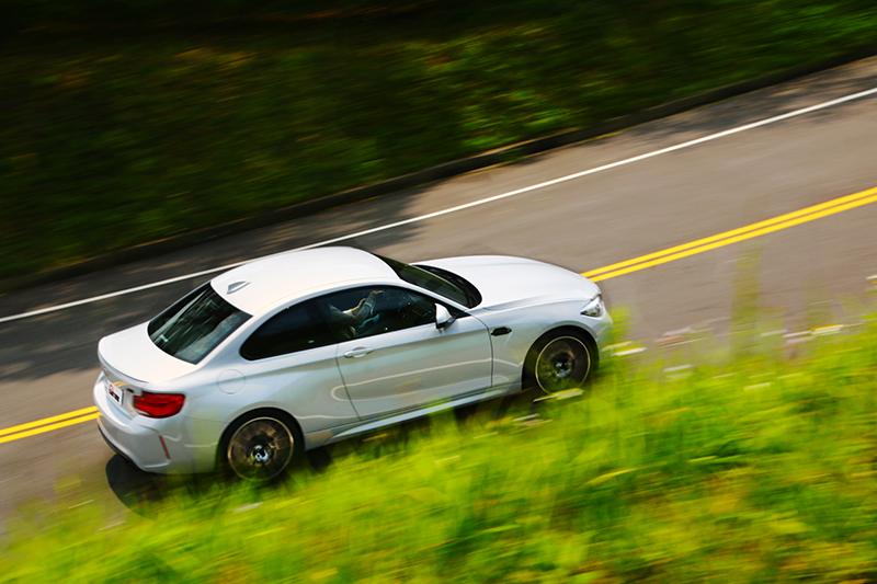 M Car就是不一樣,即便在舒適模式下仍具有十足勁道。