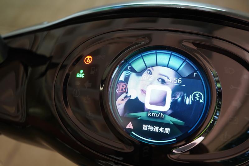 功能強大的儀表也是iE125的一大賣點