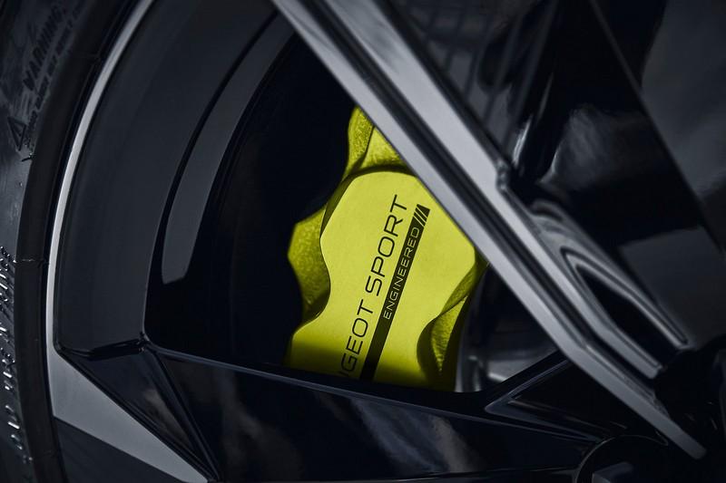 輪胎與懸吊及輪距都分別進行升級、降低與加寬。
