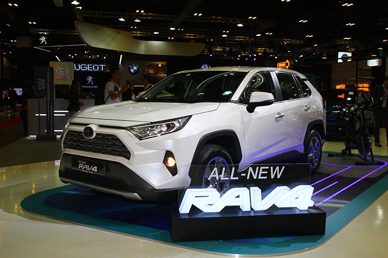 新世代RAV4造型變得更為成熟洗練,同時也散發粗曠風格。