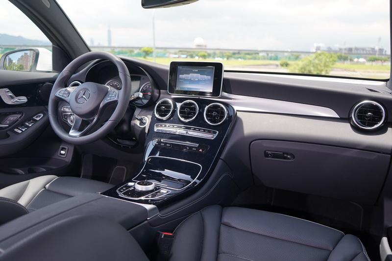 現行GLC Coupe仍是3年多前引進之車款,內裝依舊是上一代的配置風格