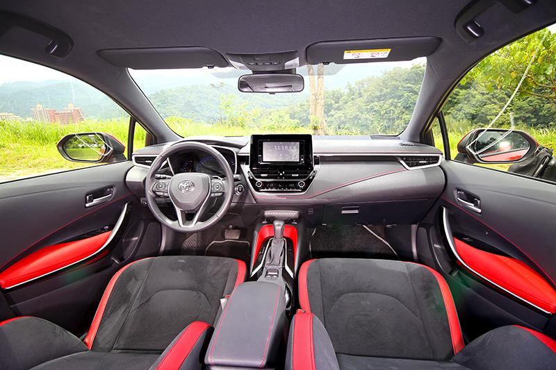 Auris雖擁有4,375mm的車長,但2,640mm的軸距卻是三輛車中最短者