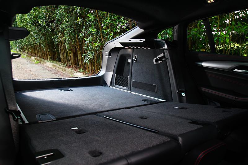 性能休旅車的優勢就是還有靈活的機能空間。