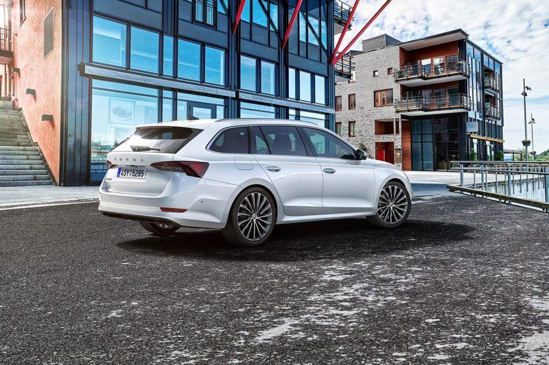 Combi車型車尾要型比房車還來得更加豐富有型。