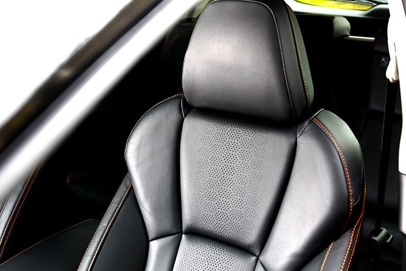 座椅支撐性與包覆都有一定水準。
