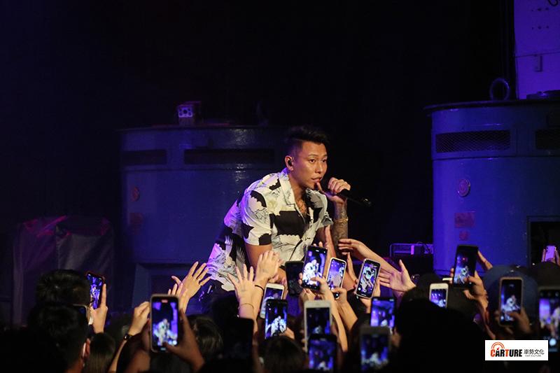 《Toyota TV嘻哈一夏演唱會》瘦子E.So一開場帶來頑童經典歌曲,並演唱多首新專輯曲目。