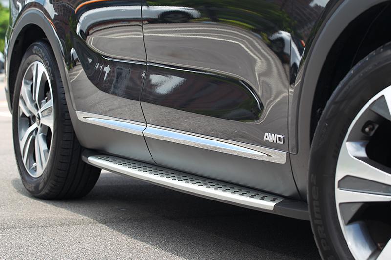GT-Line外觀套件還包括車側踏板、後下擾流、雙出排氣管與紅色卡鉗。