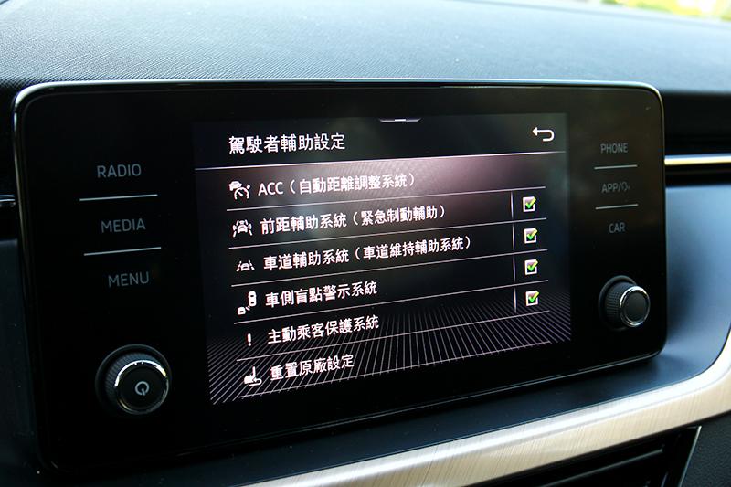 ACC全速域、車道偏移維持、車側盲點警示、AEB、後方來車警示。這些都是Scala標配。