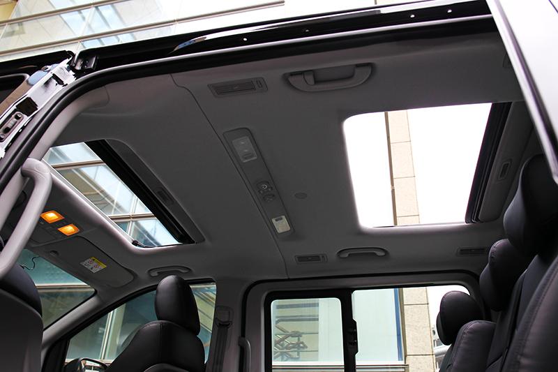 旗艦車型可選配前後雙天窗。