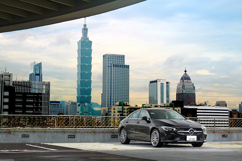 二代Mercedes-Benz CLA在台發表後,俊俏的外表依舊,卻又多了些時尚氣息