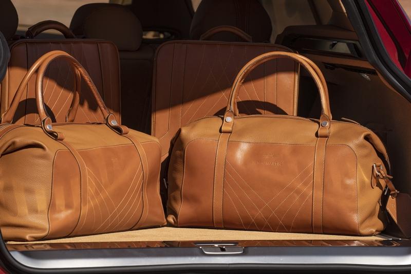 後座椅背具有4/2/4傾倒功能,行李廂於正常情況下擁有632公升容積。
