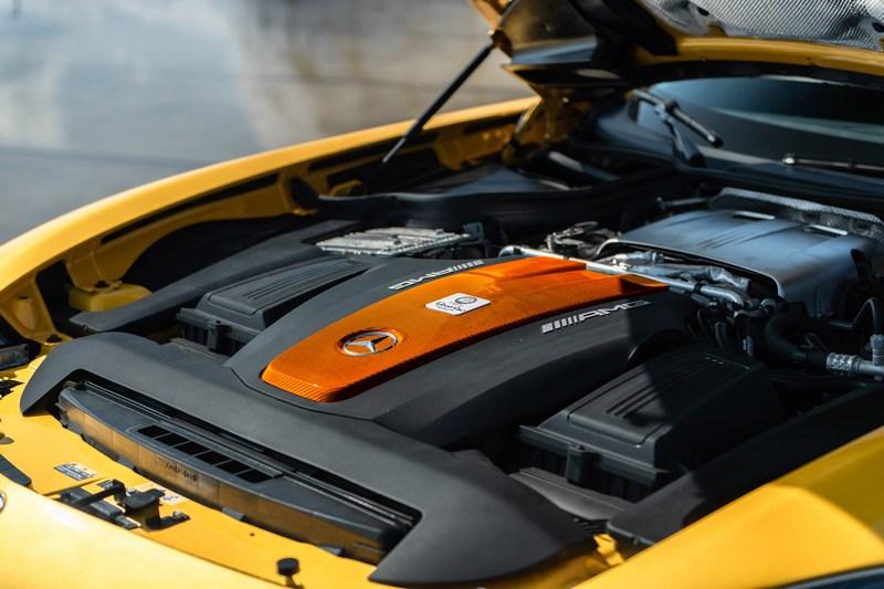 引擎換上鍛造活塞與加大渦輪等升級工程。