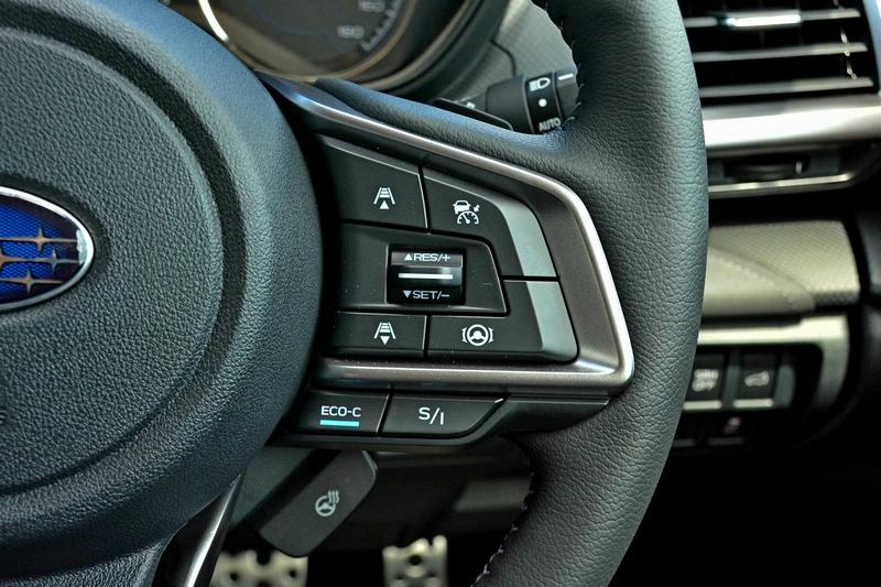 於儀表、方向盤控制鍵等可以得知Forester e-Boxer身分。