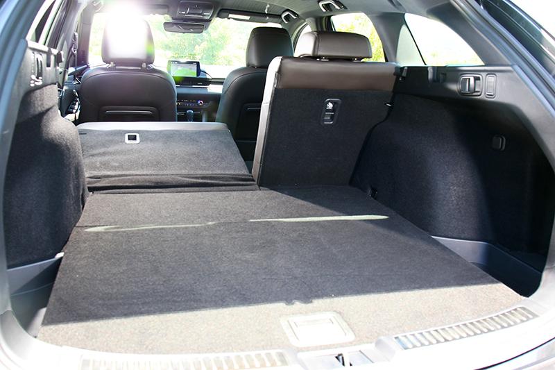 後座椅傾倒後其1,593公升的後廂容積足以應付一家大小日常的購物需求