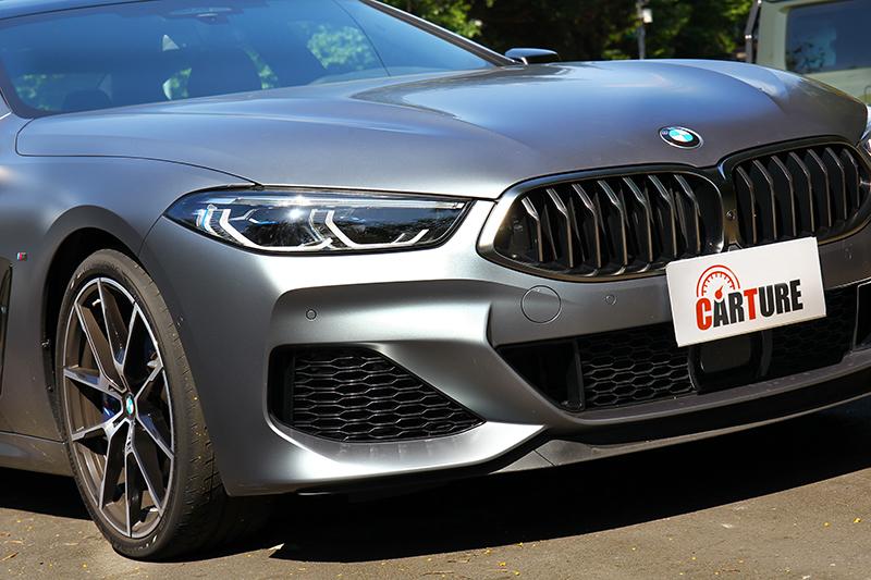 M款外觀與鈰灰色套件和選配的消光車漆,是構成M850i xDrive Gran Coupe散發運動氣息的關鍵。