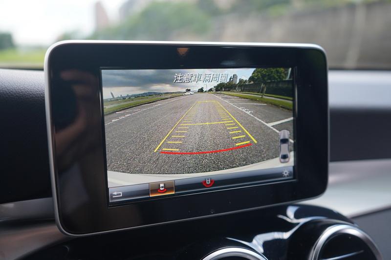 倒車顯影功能為GLC Coupe的標準配備
