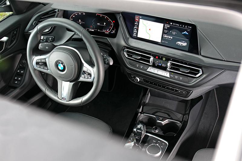 身為入門車型但座艙質感卻相當出色。