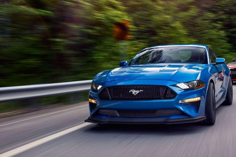 雖皆同為5.0升V8引擎,但Mustang GT是自然進氣設定。