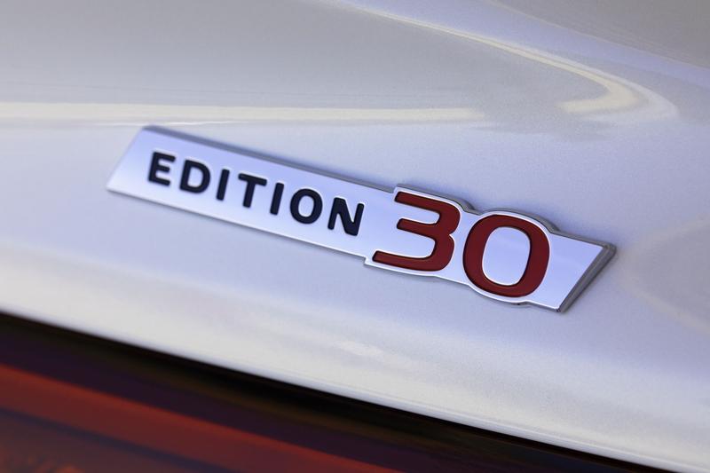 Edition 30特仕車於車身配置專屬字樣銘牌。