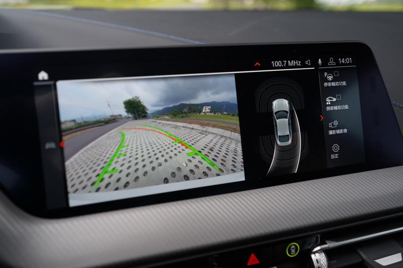 倒車影像除了能提供更寬廣的視野,其高解析度的畫面呈現亦是相當優異