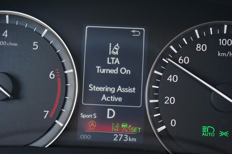 LTA能將車輛維持在道路標線中央,不會到接近標線才有反應