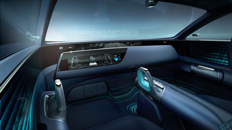 座艙也相當簡單,僅有一具大型螢幕與旋轉數位儀表。
