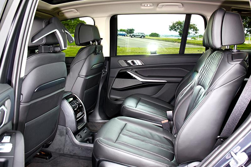 3,105mm軸距讓後座擁有如商務艙般寬闊。