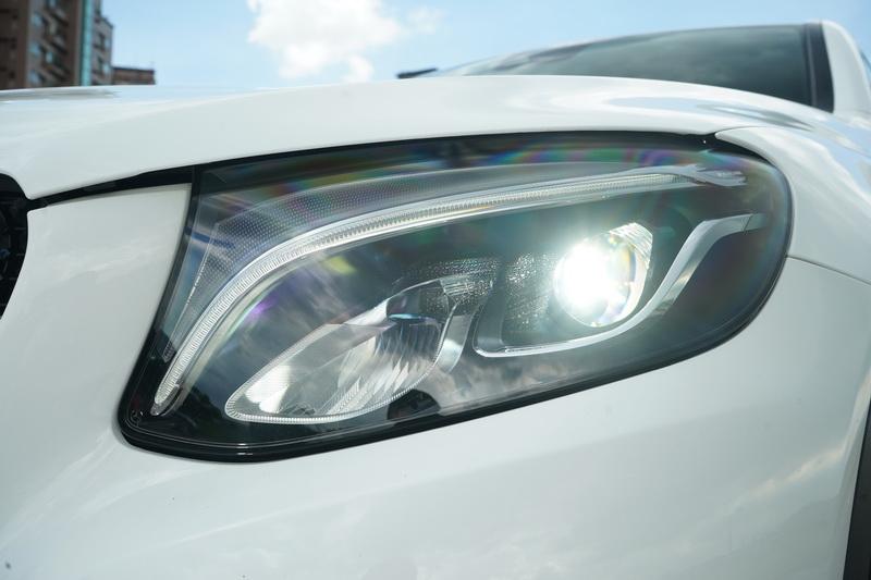 GLC 200 Coupe定位在入門等級,因此並無配置LED智慧型頭燈