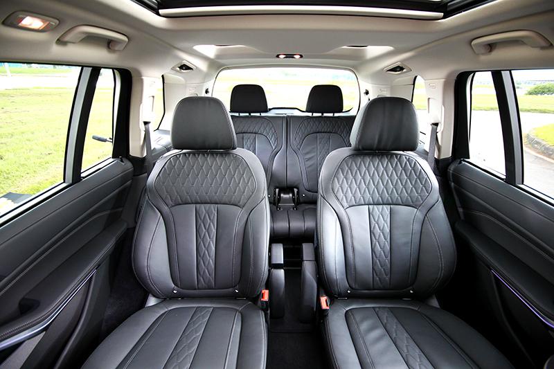 在X7車上第三排不再是委屈的位置。