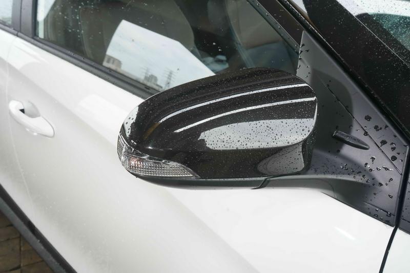 車側則將後視鏡及側裙改為黑色塗裝