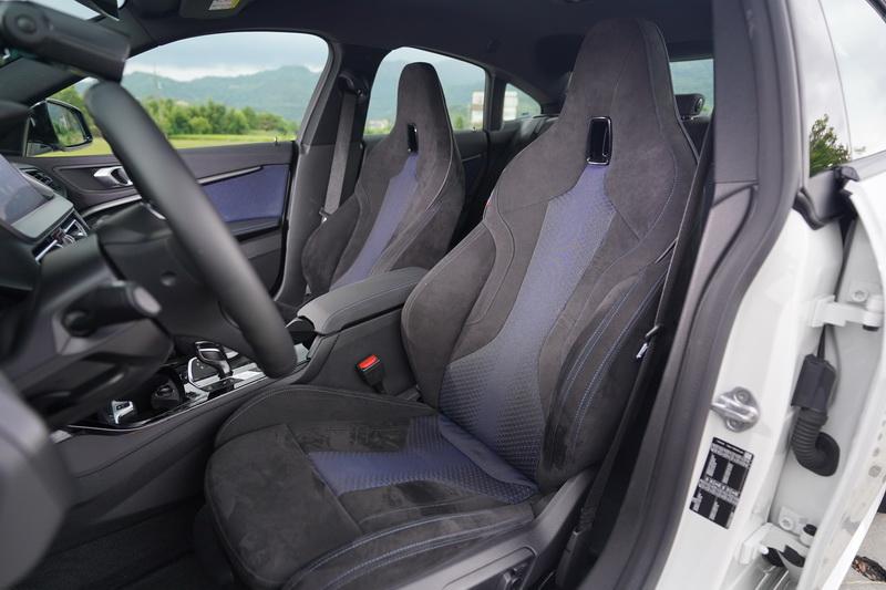 極富高級感的Alcantara皮革跑車座椅襯托出2 Grand Coupe的豪華氛圍