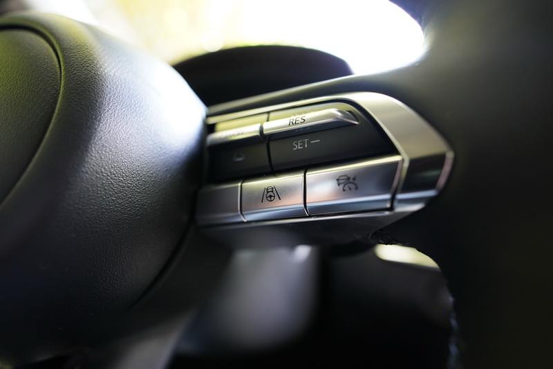 新年式CX-30將原本高階車型才配置的CTS車道維持輔助功能列為全車系標配
