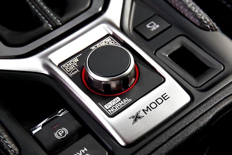 針對崎嶇路面X-Mode提供濕滑雪地/礫石Snow Dirt、深雪/泥濘D.Snow Mud模式。