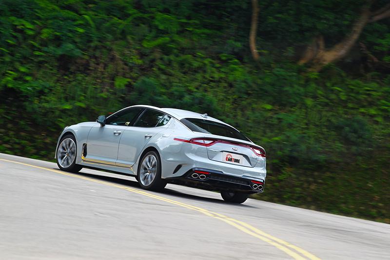 若出彎更用力踩油門車尾便會開始不安產生擺動。