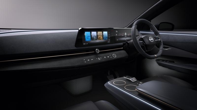 座艙僅配置方向盤、一體式螢幕與排擋。