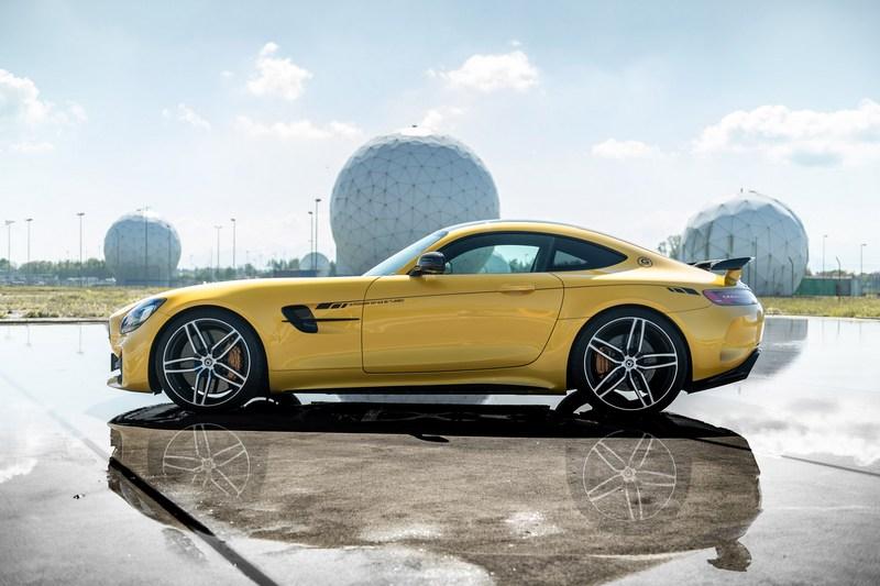 Mercedes-AMG GT R的585hp/71.4kgm性能其實已相當出色。