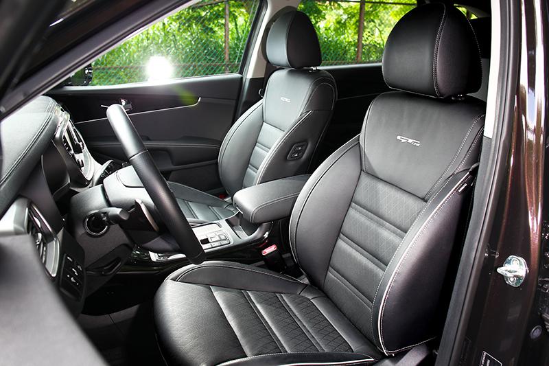 正副駕座椅具有10/8向電動調整功能,椅背上也繡有GT-Line字樣。