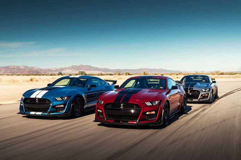 Mustang Shelby GT500搭載的5.2升V8機械增壓引擎,具有強悍的700hp最大馬力,0~100km/h加速3.5秒即可完成。