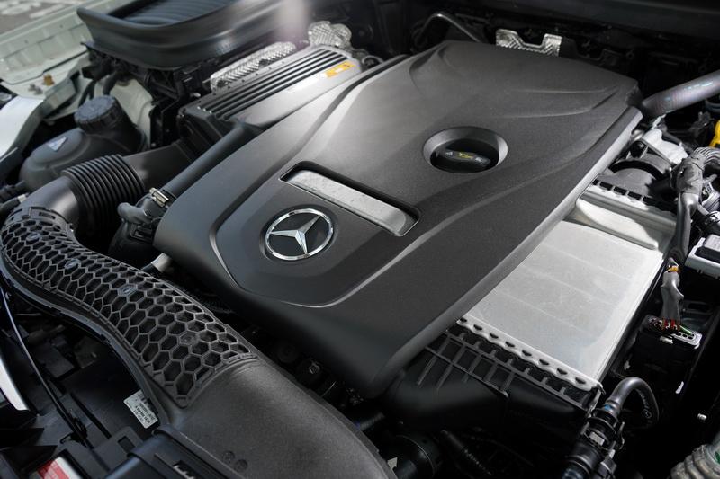 動力部分搭載的是2.0升4缸渦輪增壓引擎,最大馬力為184匹