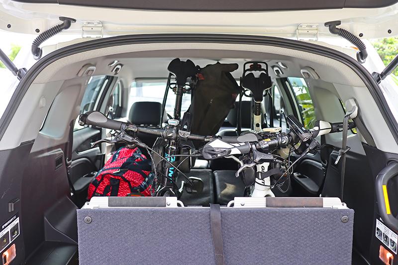 兩台單車加三天行李還有全套攝影用具放進URX 5+1,後廂竟還空晃晃!