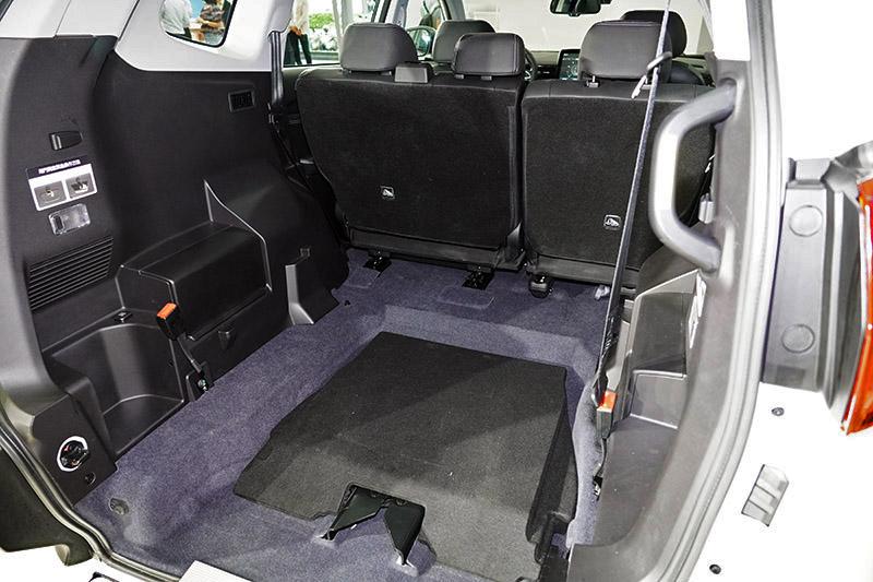 URX本身即有三排七人座的空間實力,5+1車型更多出可折式坡道,拿來載單車剛剛好!
