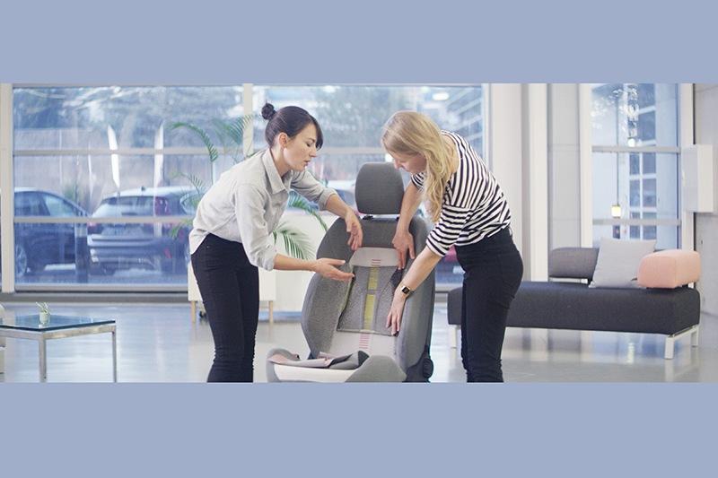 消費者可依季節或心情自行替座椅趴欸不同椅套。