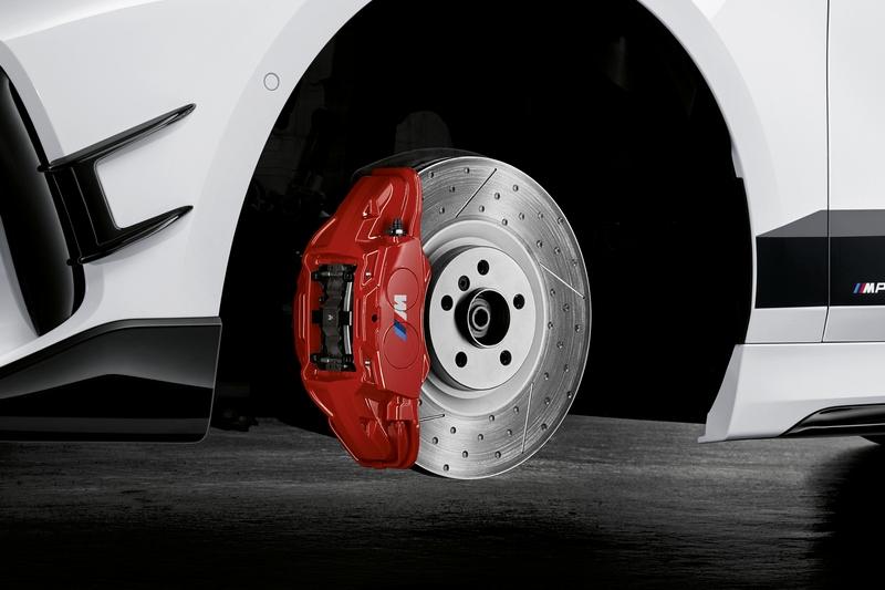 為對應性能與輪圈及視覺效果,煞車升級至四活塞卡鉗。