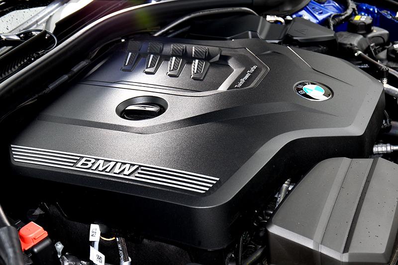 雖同為2.0升渦輪引擎,但330i Touring則有著258hp/40.8kgm更強勁的輸出。