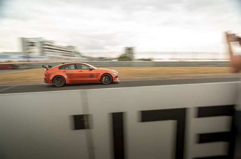 Jaguar XE SV Project 8此次重返紐柏林就是要宣傳15輛Jaguar XE SV Project 8 Touring及再創紀錄。